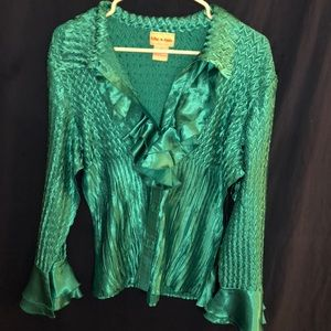 Tops - Gorgeous silky shiny ruffled button up top